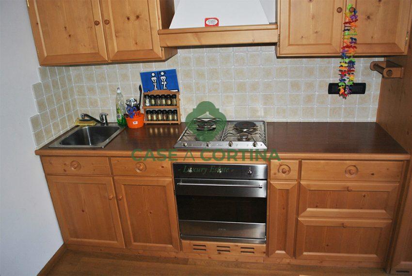 Cucina_monolocale_via Faloria cortina d'ampezzo